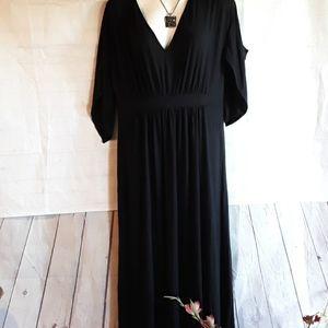 ISABEL MATERNITY MAXI DRESS COLD SHOULDERS SIZE M
